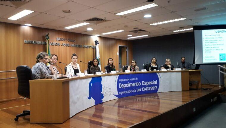 Analista Judiciária apresenta Protocolo de Depoimento Especial em Simpósio no TJRJ