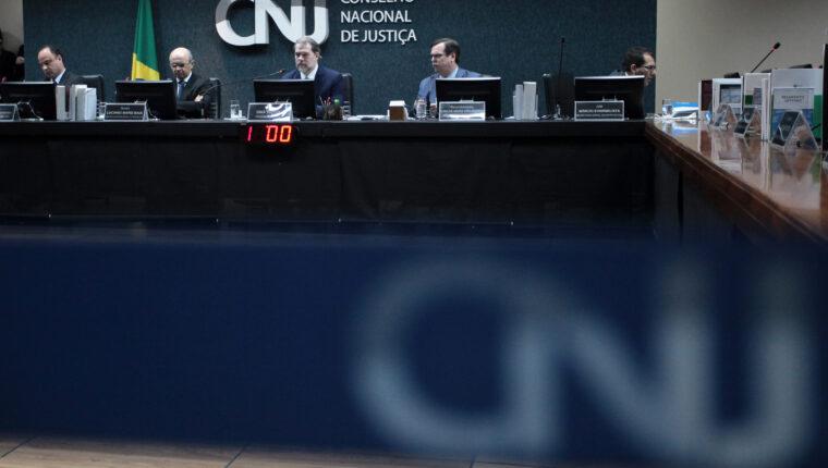 UNÂNIME: CNJ ratifica liminar para TJPR unificar as carreiras de seus servidores e remanejar excedente
